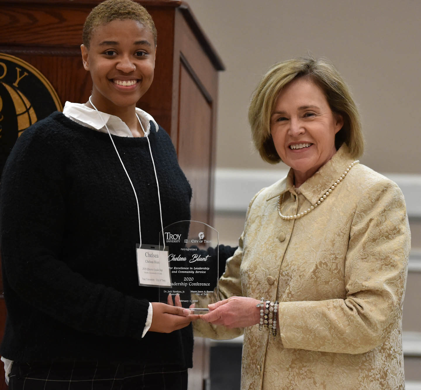 Chelsea Blunt receiving student award from Barbara Patterson