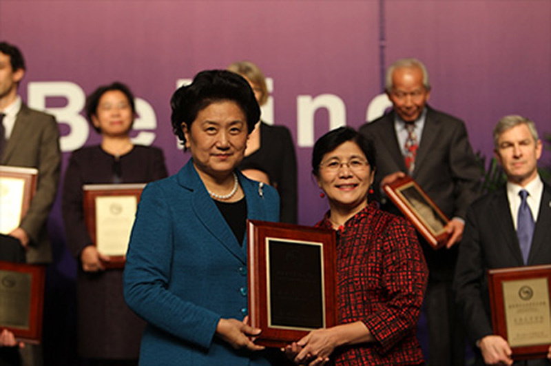 Dr. Iris Xu receives Confucius Insitute of the Year award