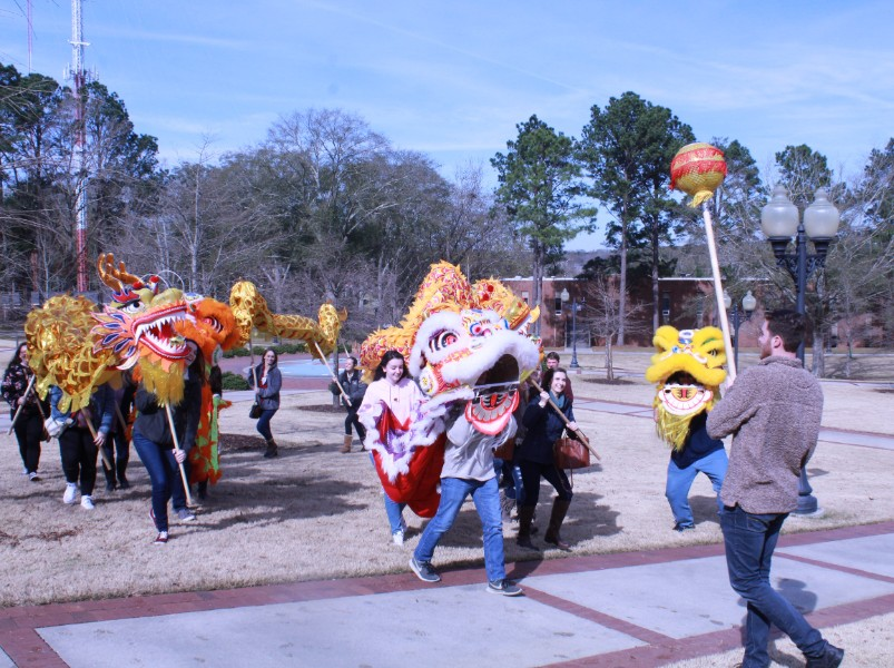 Students had fun with Chinese performing equipment
