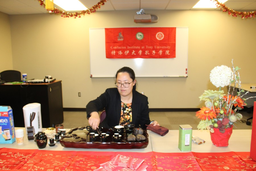 Jing He, a visiting scholar, demonstrated the tea ceremony etiquettes