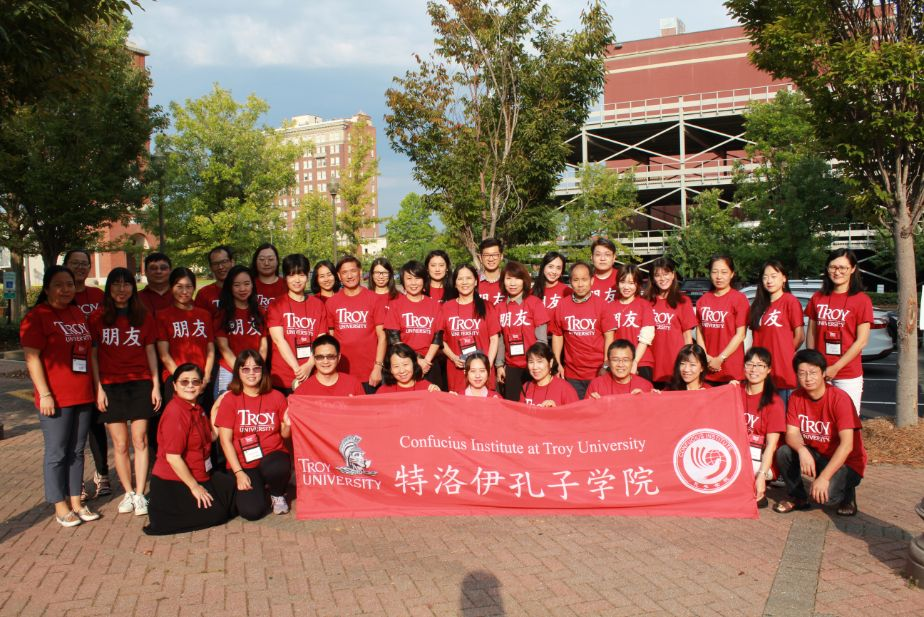 The entire group at the 10th Alabama Chinese Teachers Association Forum gathered outside for a group picture.