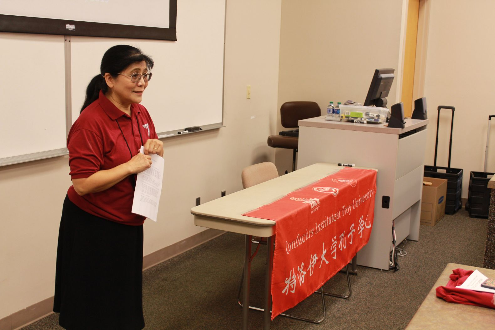 Dr. Xu gives a speech at the forum.