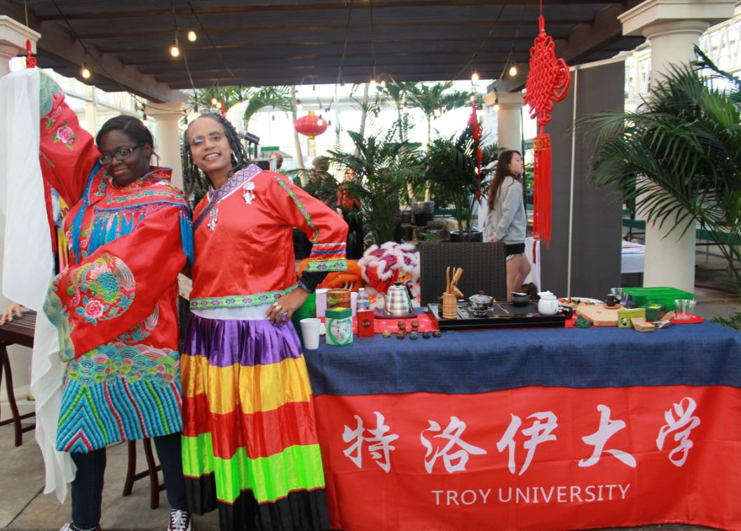 Guests at the festival try on traditional Chinese clothing.