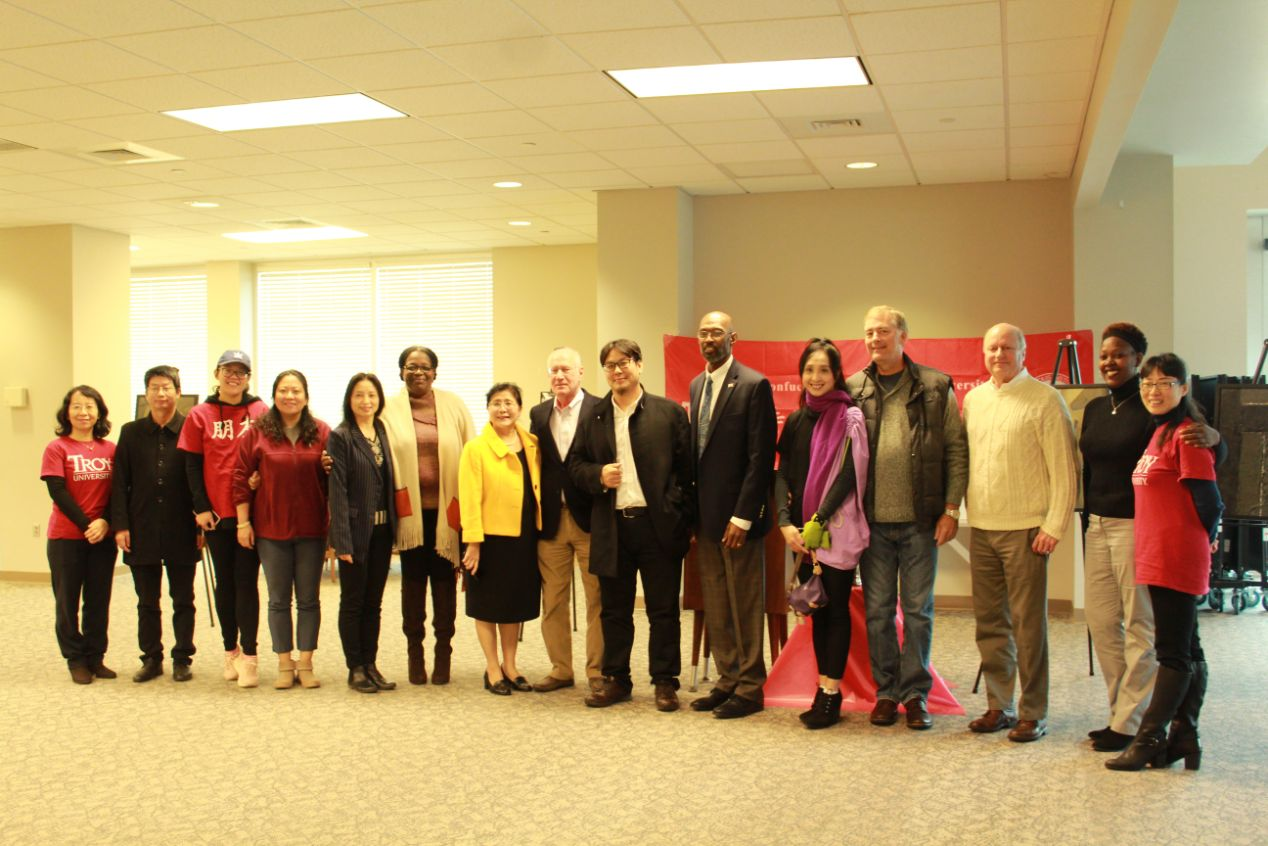 The CIT Visiting Scholars, professors, and Zhou Tao gathered together to pose for a group picture.