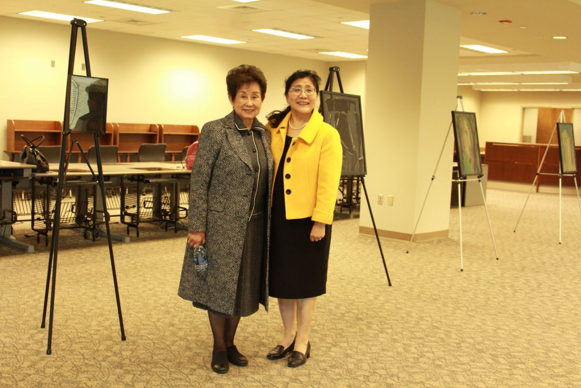 CIT's Dr. Xu poses with the Chair of the Central Alabama Association of Chinese.