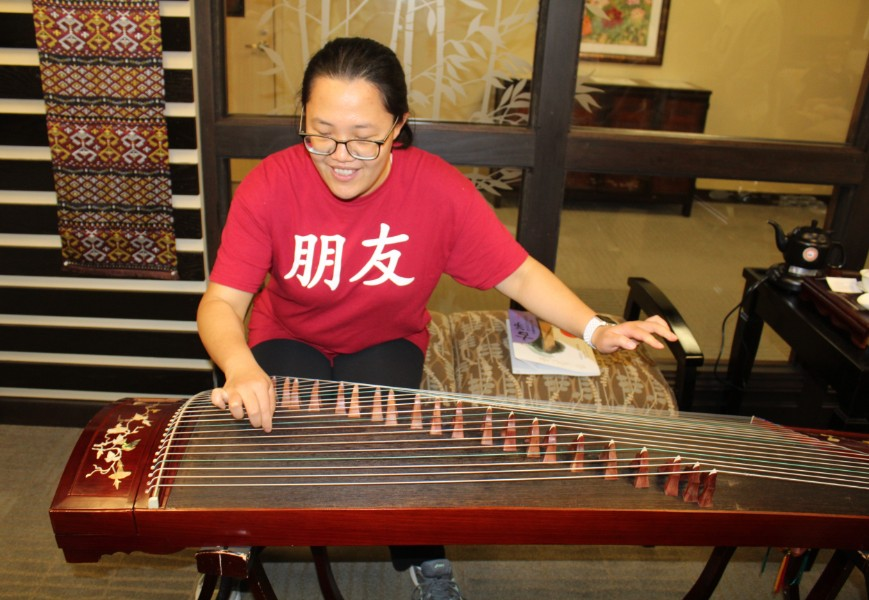 a visiting scholar presented about chinese culture