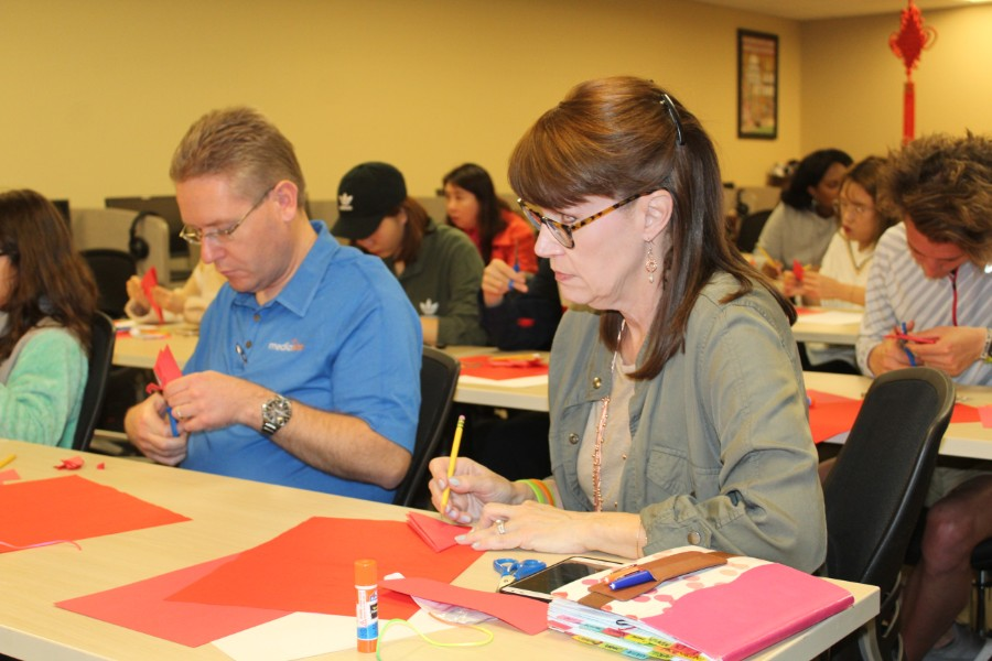 troy faculty and staffs participated in Chinese papercutting workshop