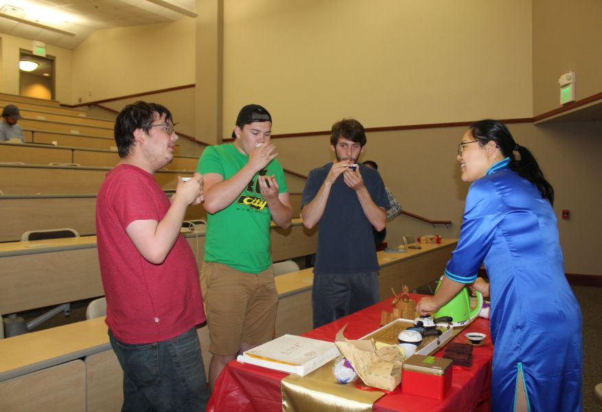 Troy students tried Chinese tea
