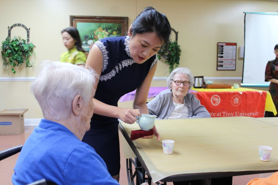 a visiting scholar served Chinese tea to a senior