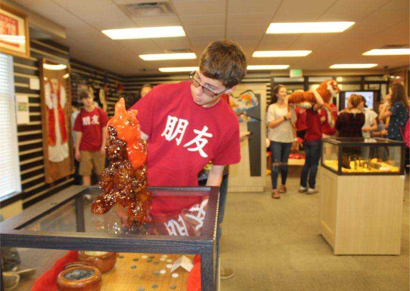 students took picture with Chinese cultural displays