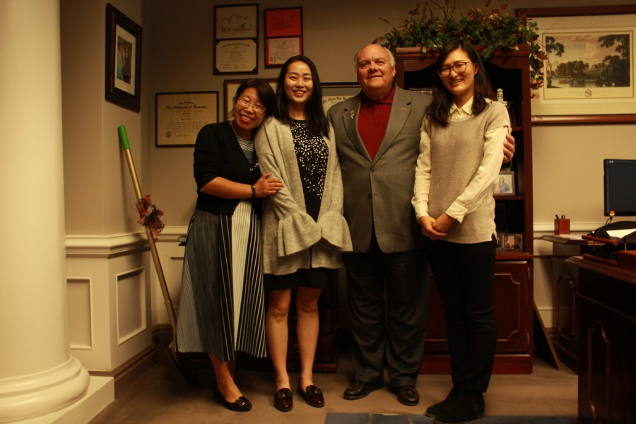 visiting scholars took picture with Dr. Jeffrey