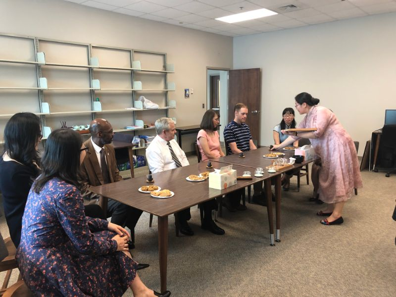 Senior tea master, Ms. Zheng Zhou performed the tea ceremony for the guests.