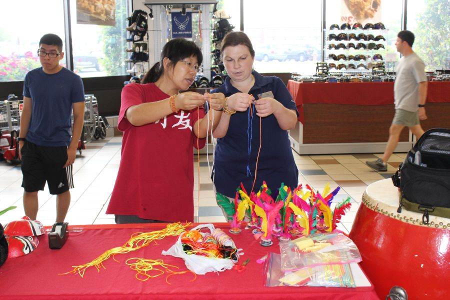 Chinese scholar taught a participant how to make bracelet