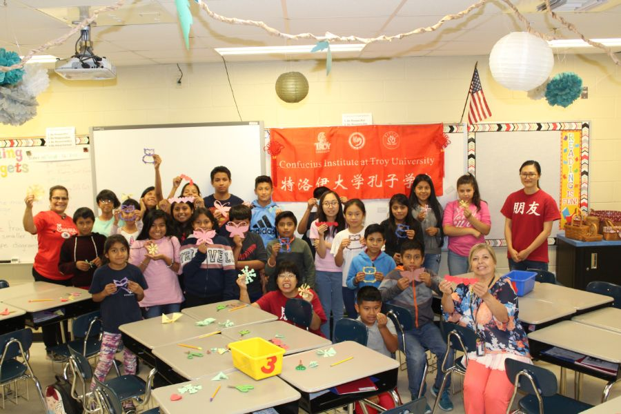 A group picture of CIT staffs and students participated in SMARTS program at Hillcrest Elementary School in Dothan.