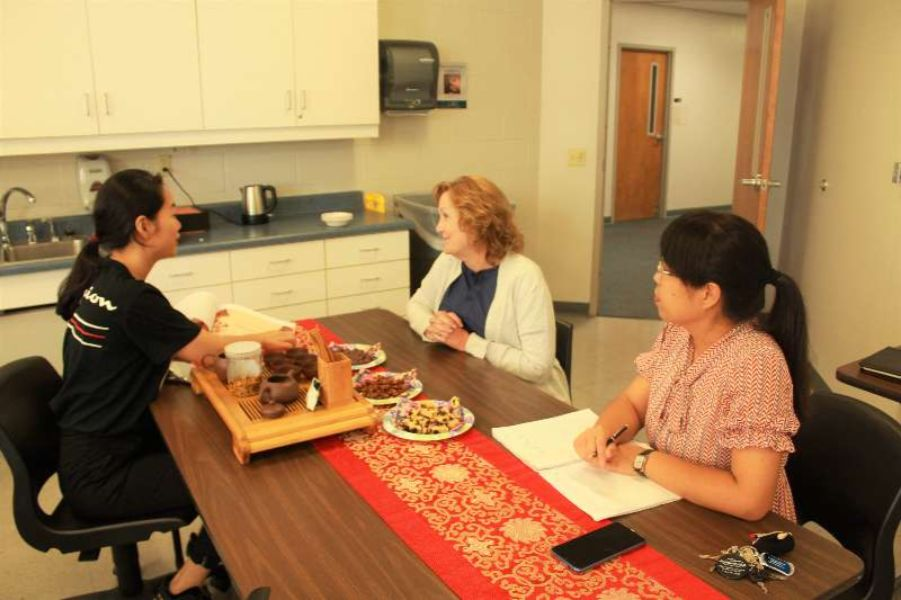 Visiting scholars of CITU illustrated tea ceremony with Ms. Nancy.