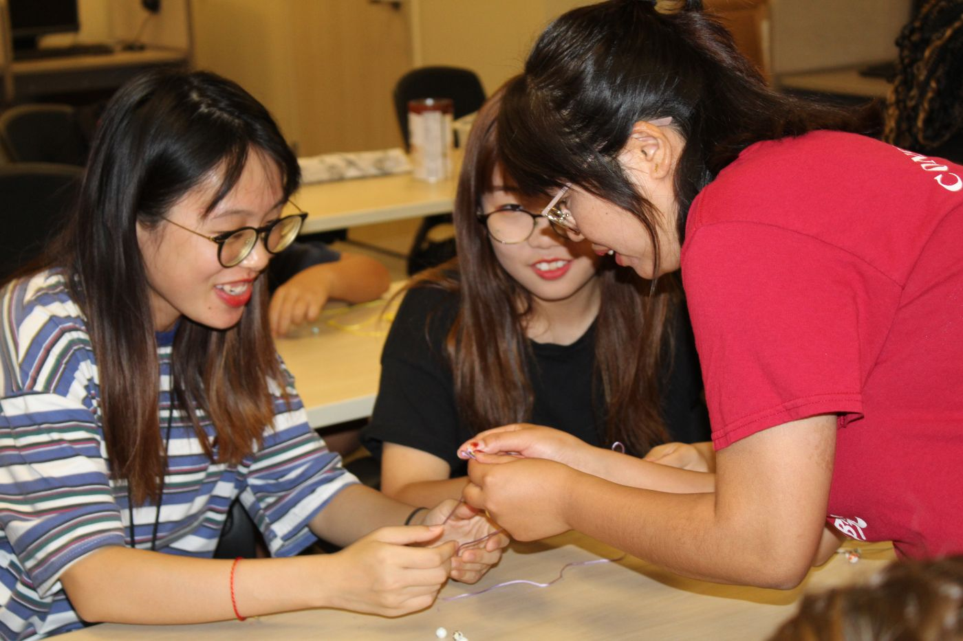 CIT Visiting scholar, Wenjuan Cheng helps students making their knot key chain.