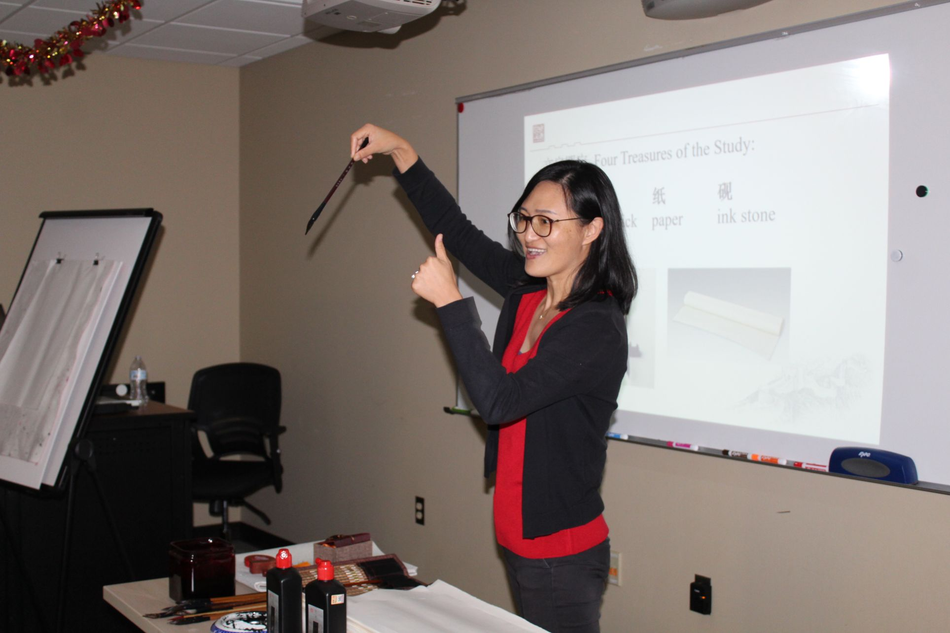 Visiting Scholar Jiang Na teaches the students about Chinese painting.