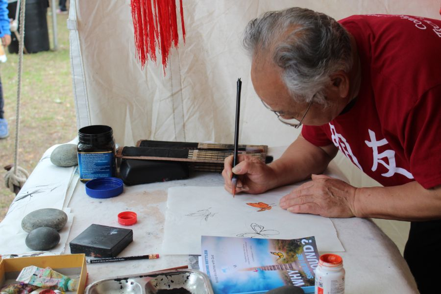 a visiting scholar showed the participants how to draw chinese painting