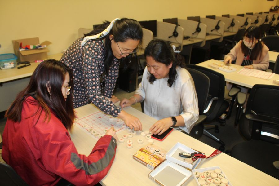 visiting scholar showed the participants how to play chinese chess