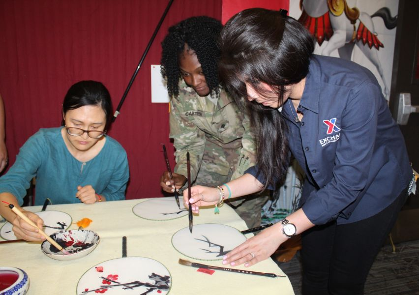 CIT staffs instructed a soldier about Chinese calligraphy painting.