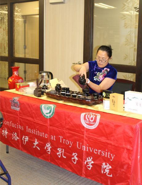 A CIT staff prepared the tea for Chinese tea ceremony.
