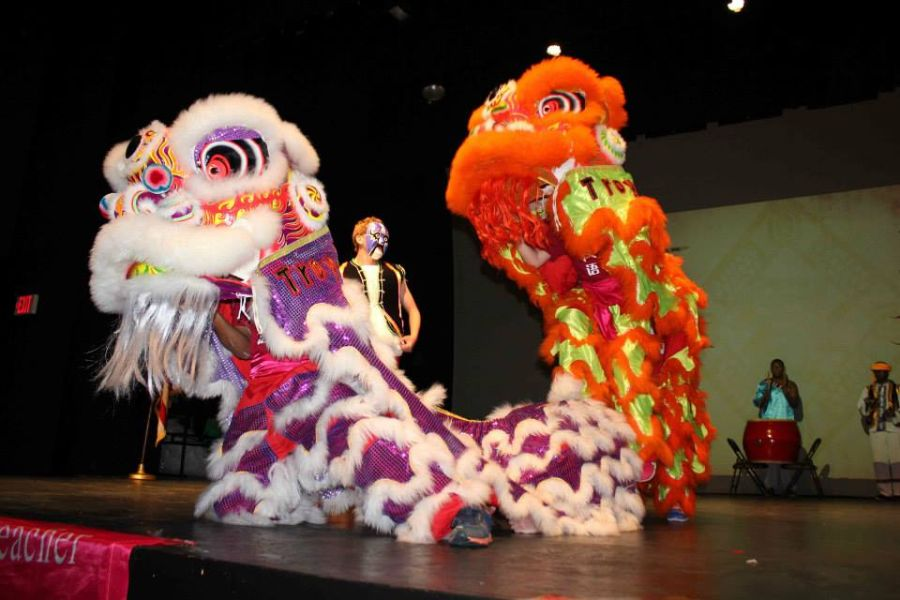 students performed lion dance in the closing ceremony