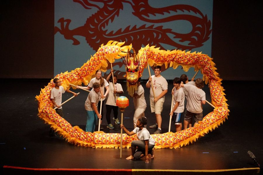 students performed dragon dance during the camp