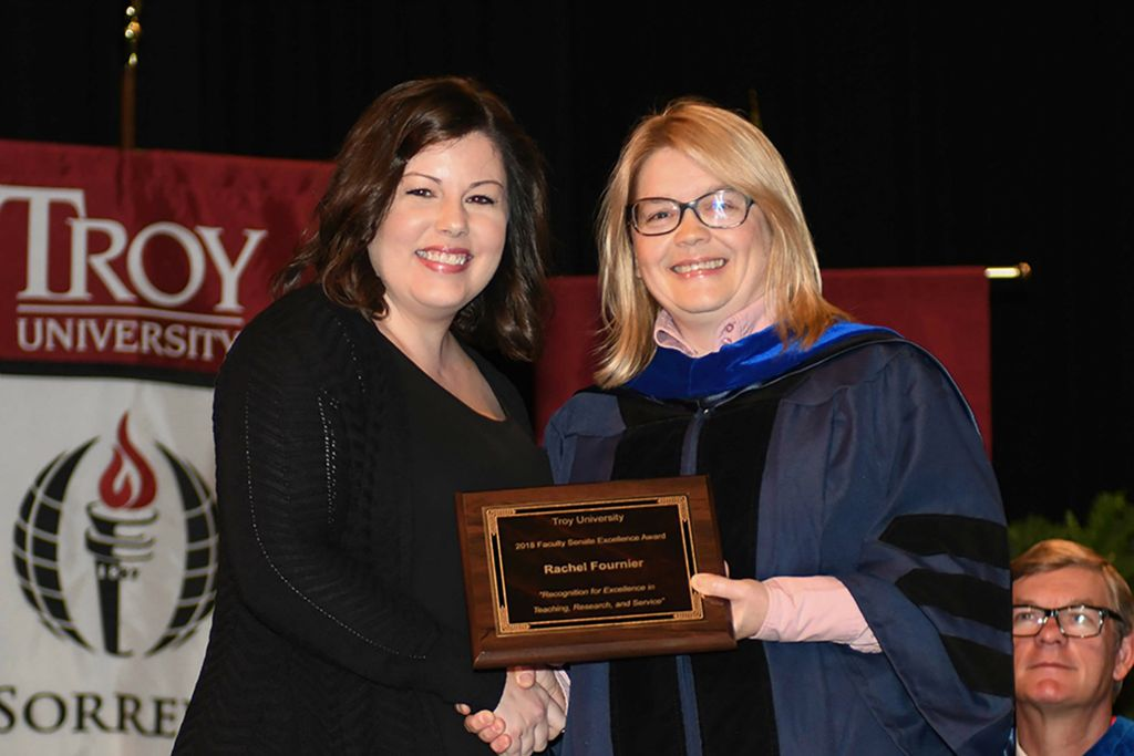 2018 Faculty Senate Award Recipient Rachel Fournier, pictured with Dr. Margaret Gnoinska