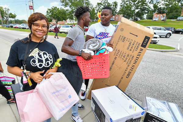 Joycelynn Green (left) a Freshman from Birmingham, AL prepares to move her belongings into her new dorm room.