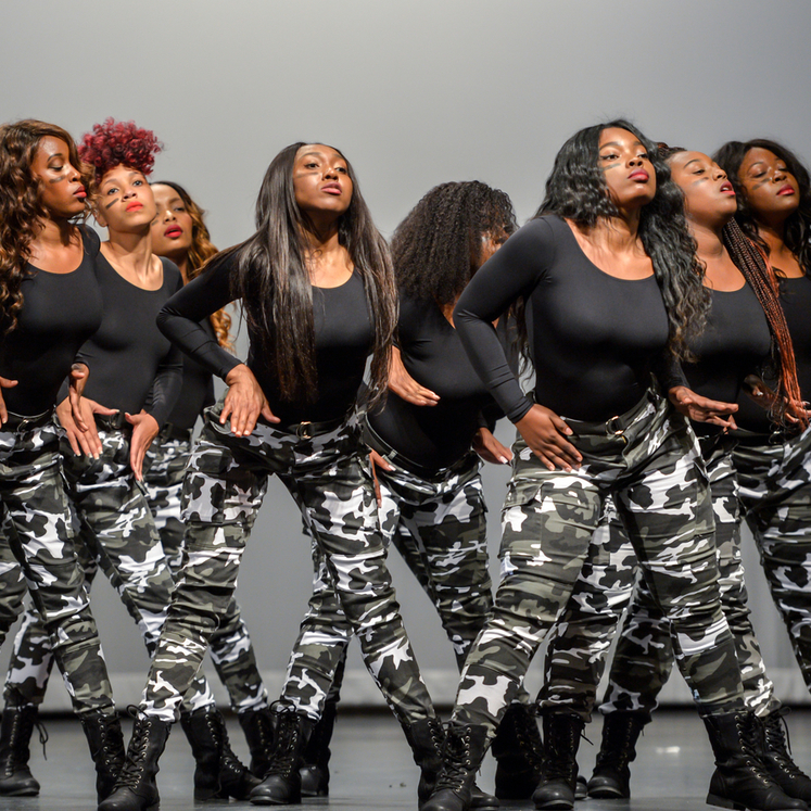 Delta sisters at step show